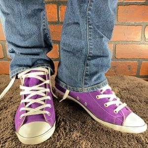 NWOT Converse Women's Chuck Taylor Sneakers 8